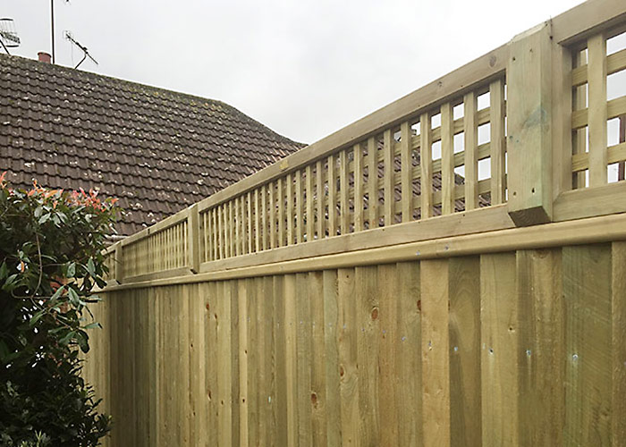 Photo of close-boarded fencing with top trellis