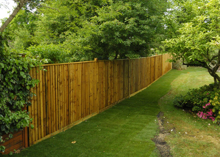 photo of new close-boarded fencing completed by Langshott